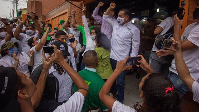 Bertucci y Alianza Democrática realiza jornada de acción solidaria en casco histórico de Petare